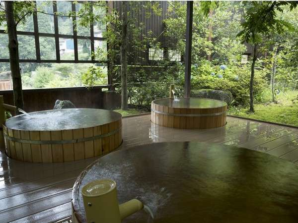 [hot water of lucky sign] You can enjoy the source overflowing luxuriously from bathtub