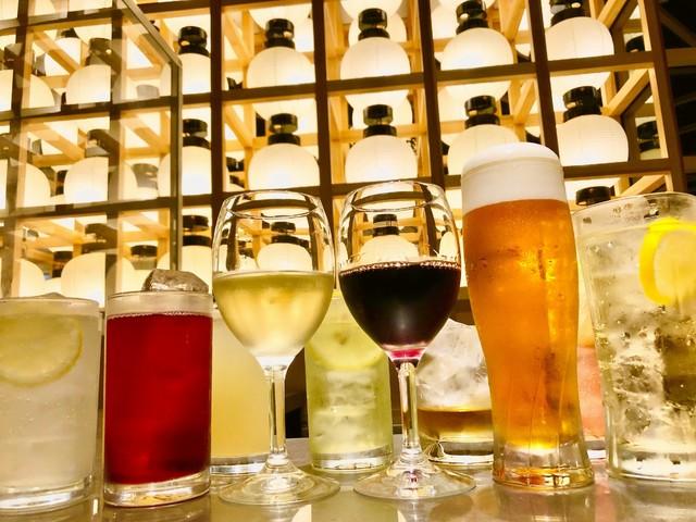 八百万ダイニングの飲み放題プラン。ドライプレミアム、ハイボールなど人気のお酒が勢ぞろい!