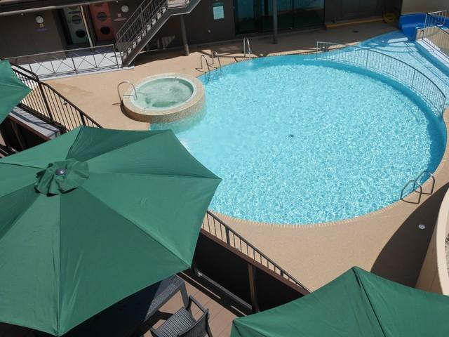 在新的游泳池享受今年的暑假吧♪