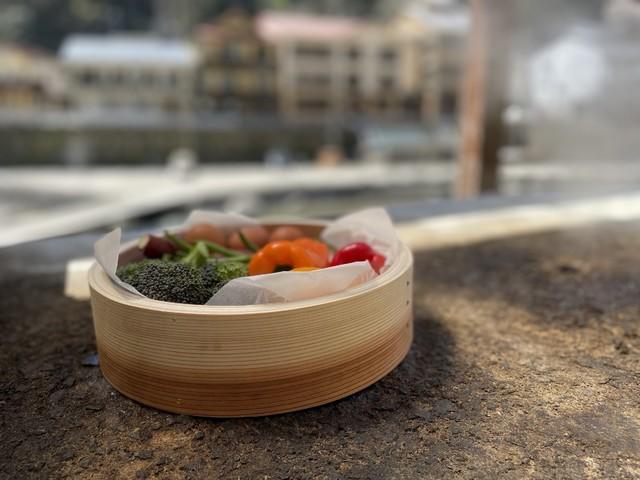 温泉の蒸気で蒸したお野菜は栄養たっぷり