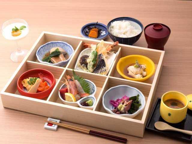 熊本の食材をふんだんに使用した善屋自慢の御膳です。