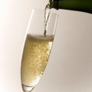 ご夕食時にスパークリングワインをプレゼント。