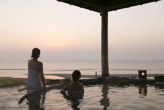 朝焼けの和風露天風呂4
