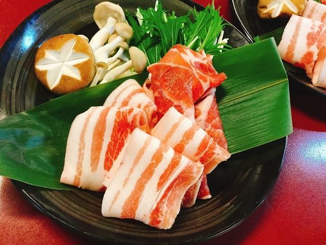 鹿児島といえ『黒豚』!黒豚で贅沢にしゃぶしゃぶを味わってみてはいかがでしょうか。