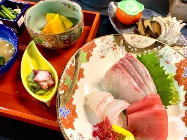 【和食御膳】(※ご夕食一例)新鮮なお刺身をご用意いたしております。