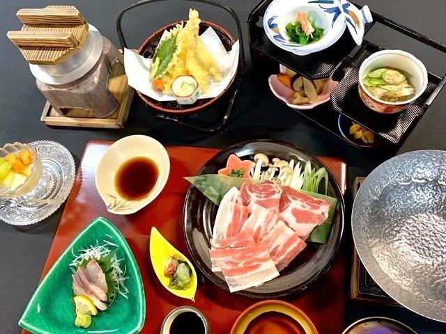 【豚しゃぶ御膳】(※ご夕食一例)季節や仕入れによりは内容が変る場合もございます。