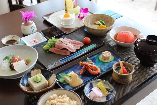 【Grand Open 4周年記念!!】 特別割引キャンペーン♪ 【2食付 料理長特選 琉球会席 & 朝食】