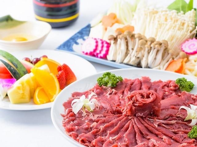 【牛すき鍋】牛ロース200g/島豆腐・うどん・なると・きのこ類/沖縄県産野菜各種/白米など
