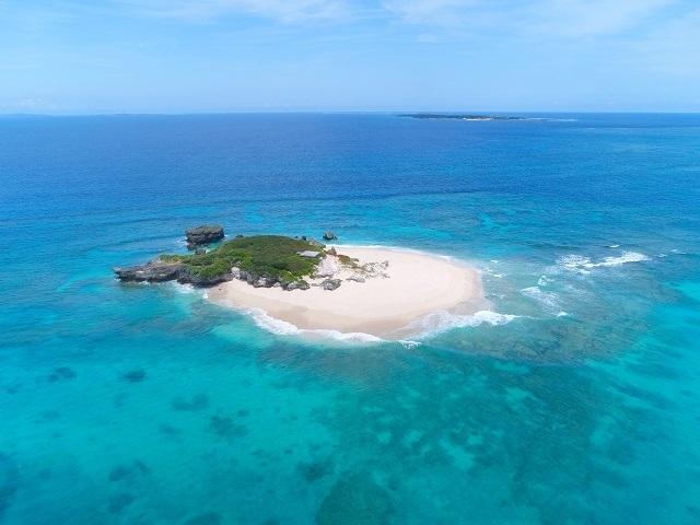 コマカ島!沖縄本島から船で約15分の近距離にある美しい自然が残る無人島♪