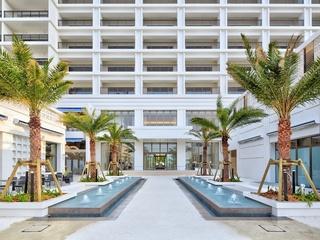 【アラマハイナ コンドホテル】プール、展望大浴場、併設のハナサキマルシェなどで充実のホテルライフを。